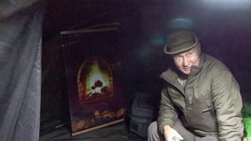 «Он греет, зря смеетесь»: Путин показал Шойгу «камин» в своей палатке во время прогулки по тайге