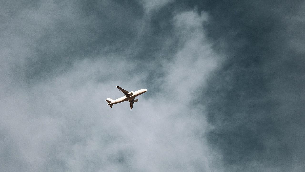 «Люди молились»: пассажир самолета рассказал о последствиях удара молнии над Черным морем