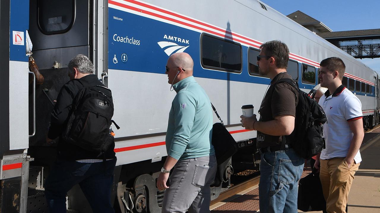 Более 50 пострадавших: в США сошел с рельсов пассажирский поезд