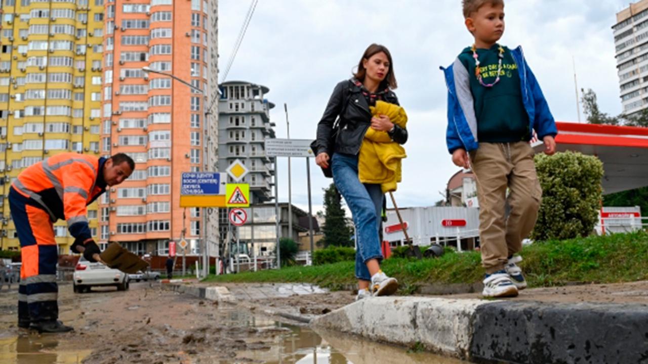 Власти Сочи рассказали о восстановлении города после шторма