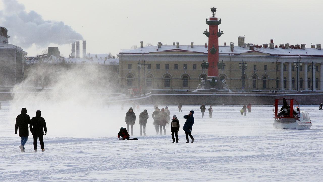 Россиянам пообещали морозную снежную зиму