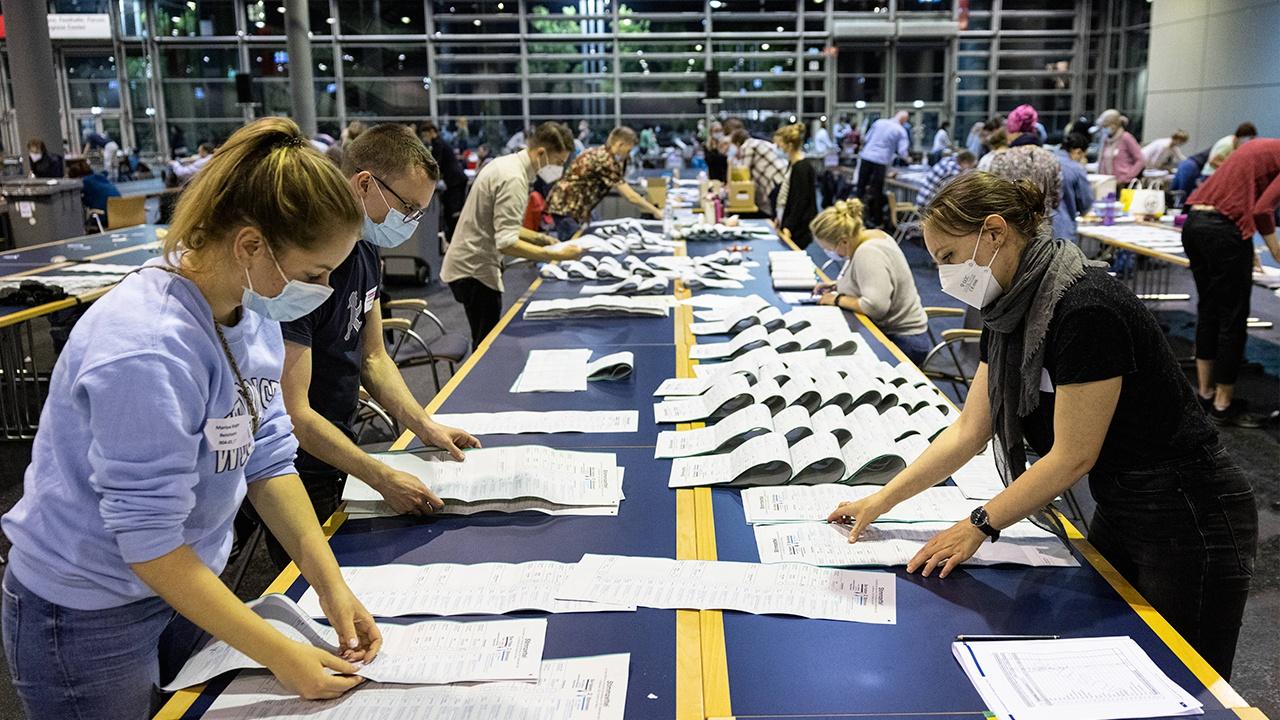 ЦИК Германии обнародовал предварительные данные по выборам из половины округов страны