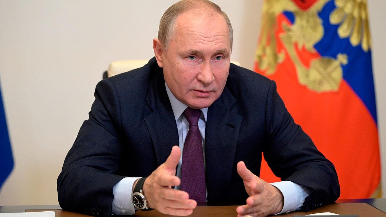 Путин поручил организовать комплексное обновление системы преподавания истории в школах