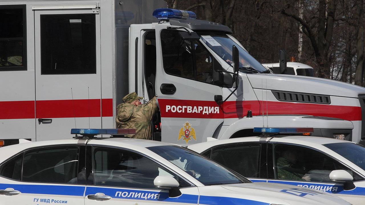 СМИ: мужчина застрелил женщину и ранил еще одного человека в Вологодской области