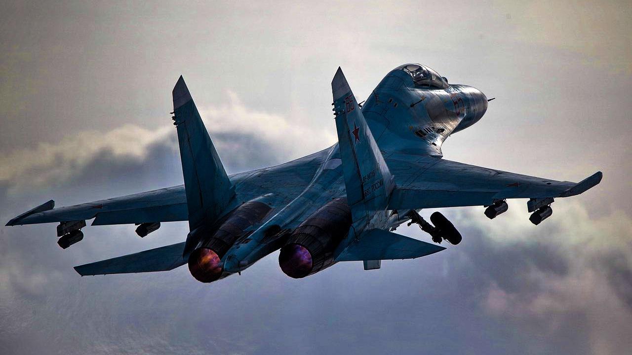 Истребитель Су-27 ЮВО сопроводил американский самолет-разведчик над Черным морем