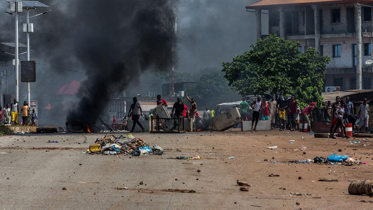 СМИ: задержавшие президента Гвинеи мятежники заявили о хартии переходного периода