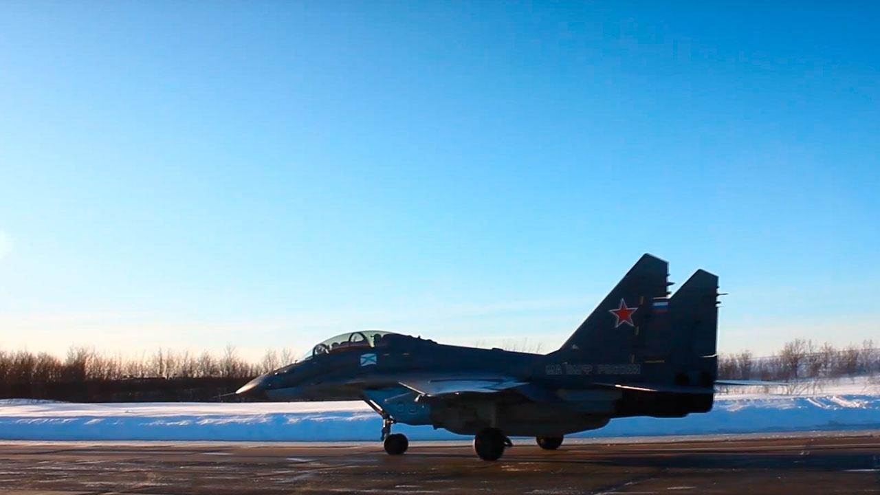 В Заполярье военные приступили к переводу авиационной техники на зимний режим эксплуатации