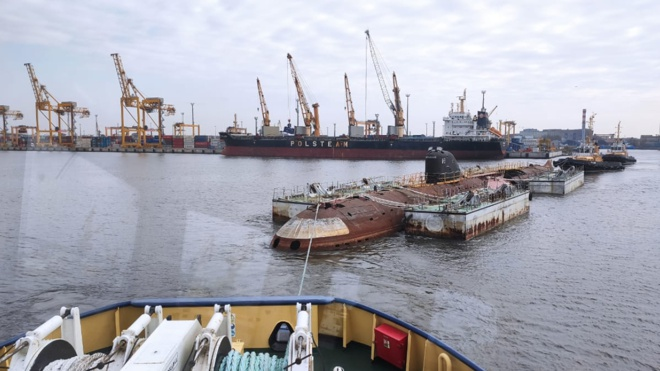 Первая атомная подлодка СССР отбуксирована в Кронштадт, чтобы стать кораблем-музеем