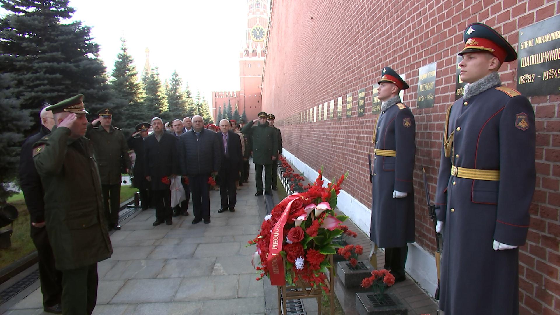 У Кремлевской стены почтили память генерал-полковника Александра Щербакова