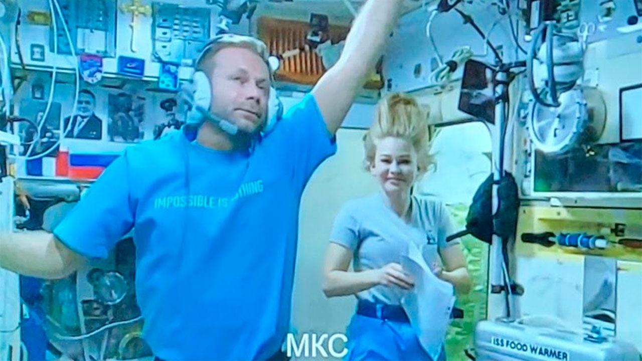 «Полет нормальный»: опубликованы фото членов «киноэкипажа» на МКС