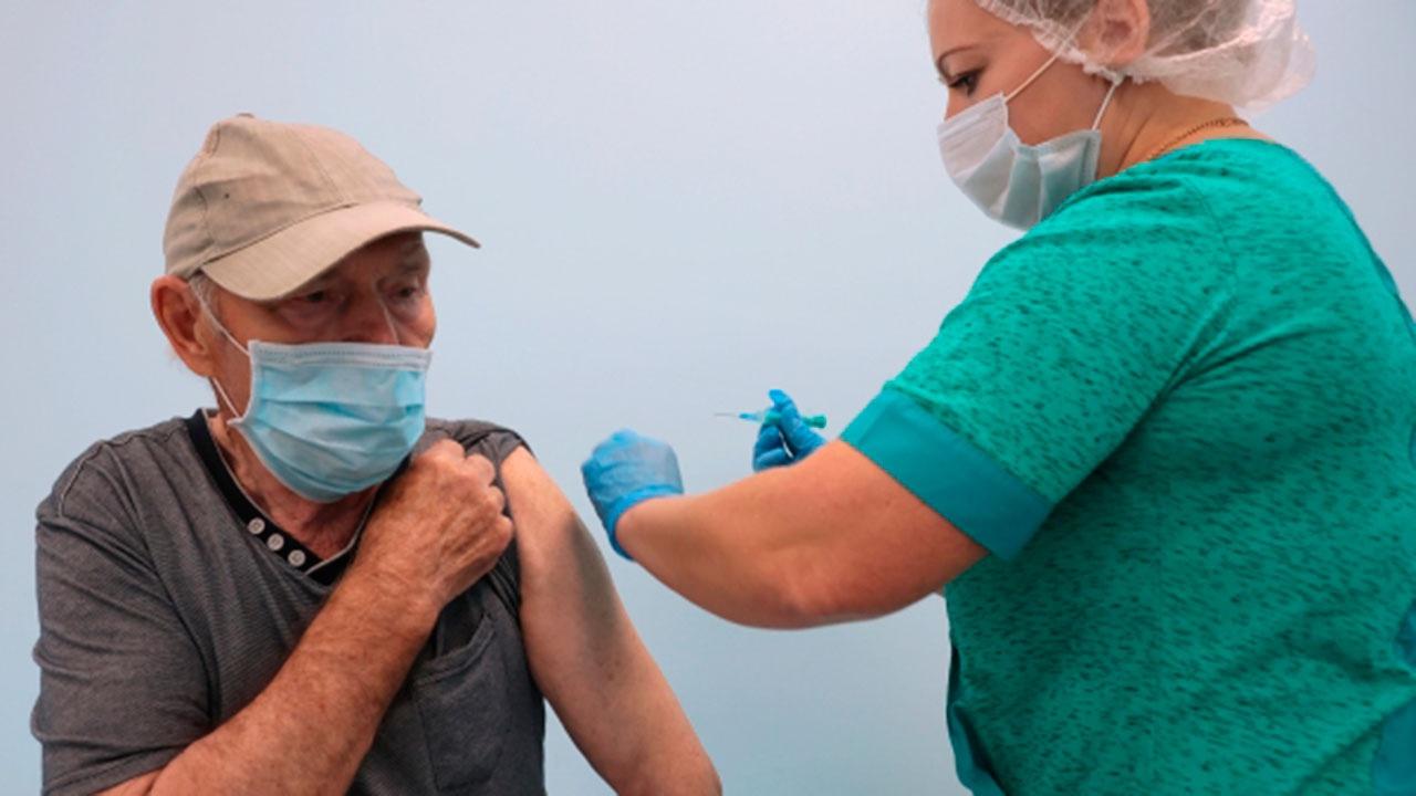 Собянин сообщил о выплатах пенсионерам за вакцинацию