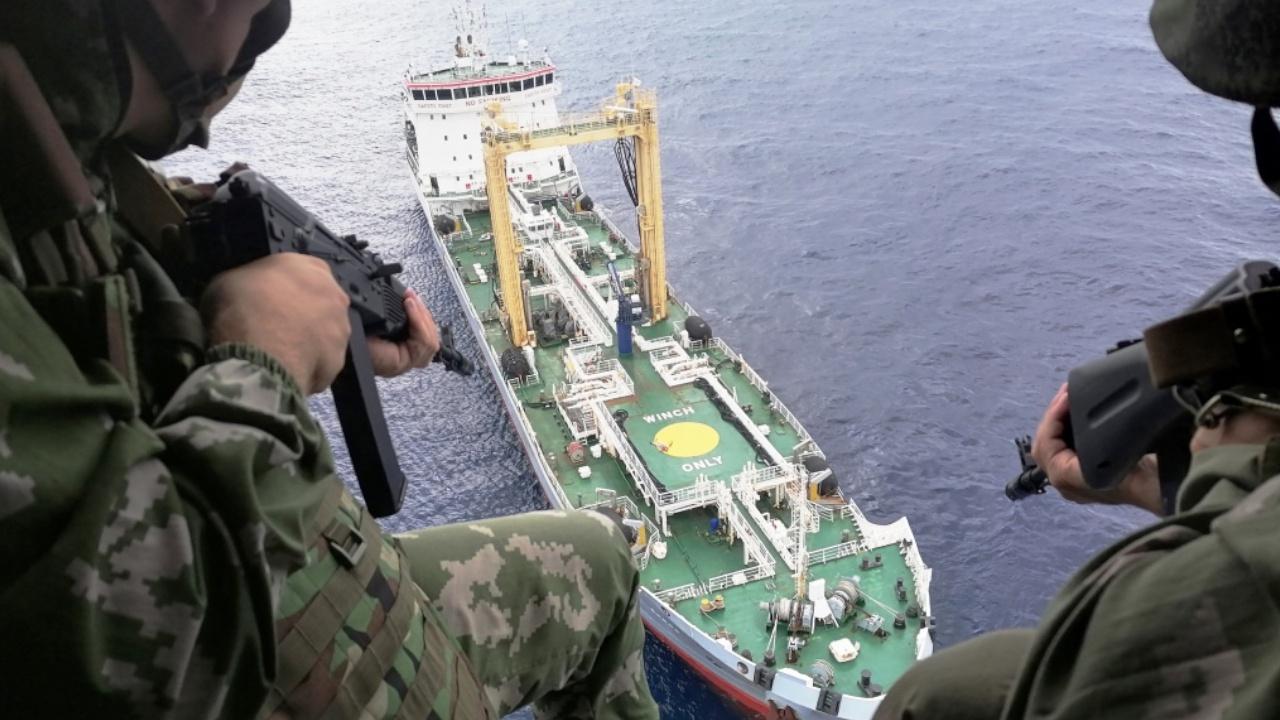 Североморцы взяли штурмом захваченный «пиратами» танкер в Гвинейском заливе