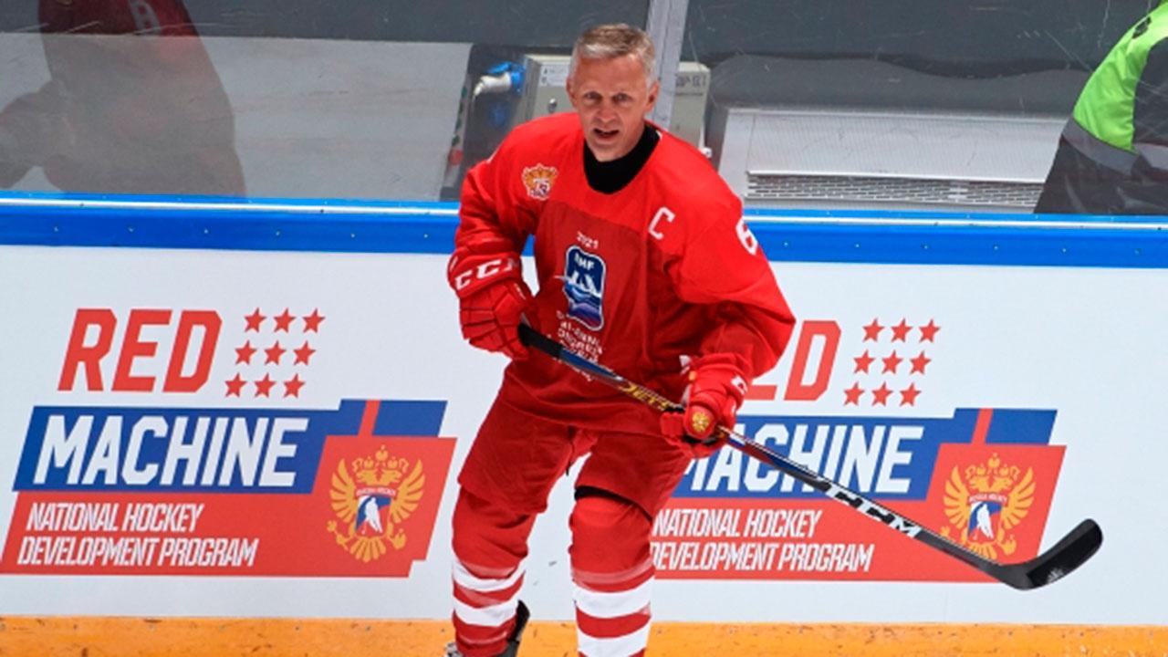 Ларионов покинул пост главного тренера молодежной сборной РФ по хоккею