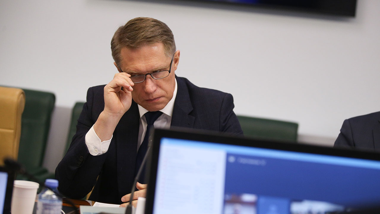 Мурашко предложил медикам старшего возраста вернуться с самоизоляции на рабочие места