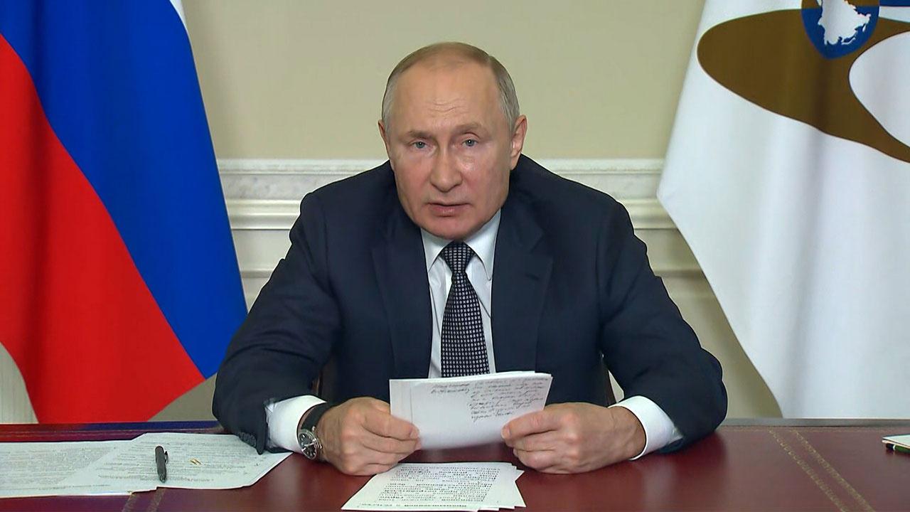 Путин назвал инструментом конкуренции санкции против членов ЕАЭС