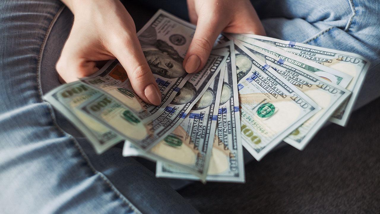 Президент РФ заявил, что доллар подрывает позиции в качестве резервной валюты