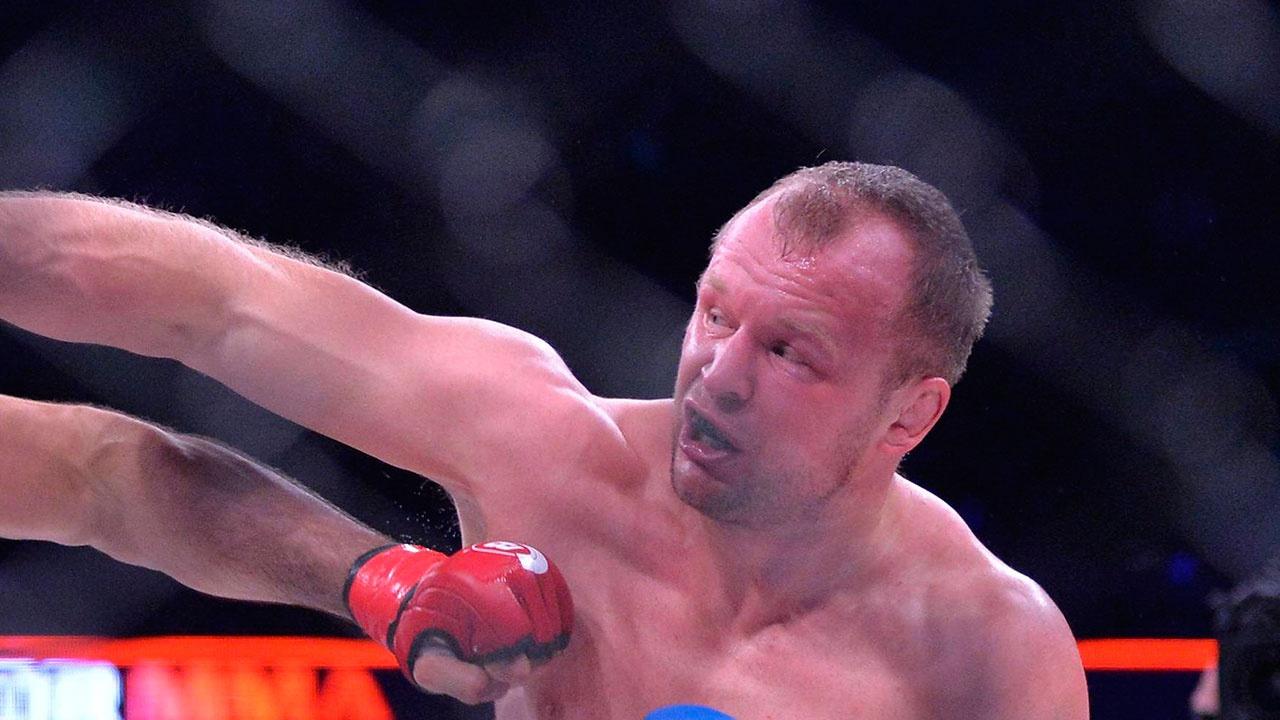 Шлеменко победил Гусейнова на турнире EFC 42