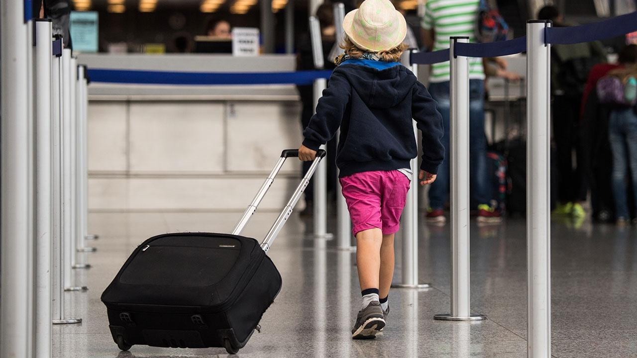 Новые правила вывоза детей за границу вступили в силу