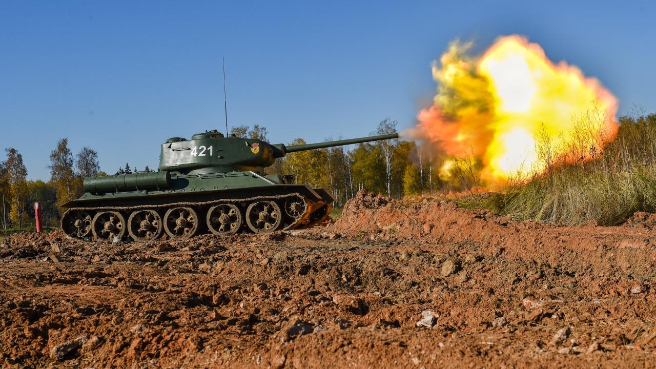 По стопам предков: кадры тренировки экипажей исторических танков Т-34 в Подмосковье