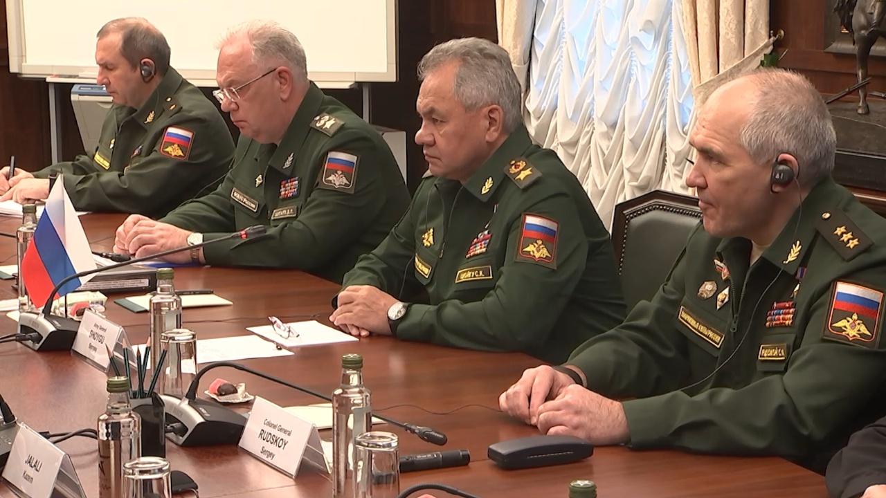 Шойгу заявил, что Россия готова поддерживать многоплановый характер военного сотрудничества с Ираном