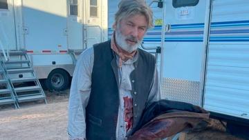 СМИ: Алек Болдуин застрелил оператора на съемках фильма в США