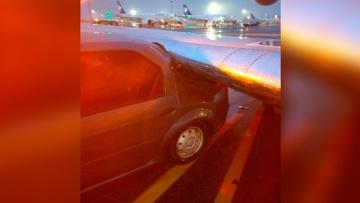 Самолет столкнулся с машиной в аэропорту Алма-Аты