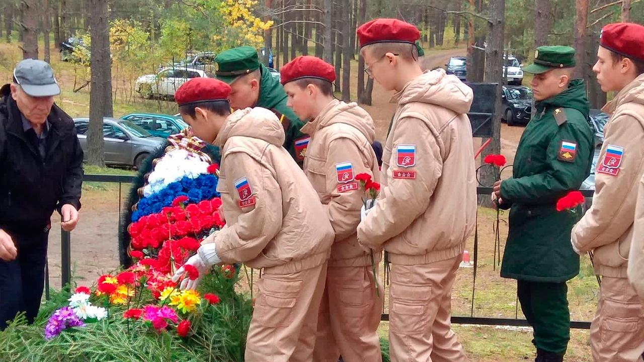 Юнармейцы Ленинградской области предали земле останки героев ВОВ
