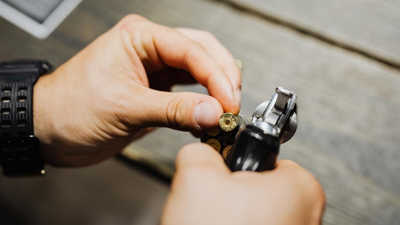 СМИ выяснили, кто перед смертельным выстрелом дал Болдуину пистолет
