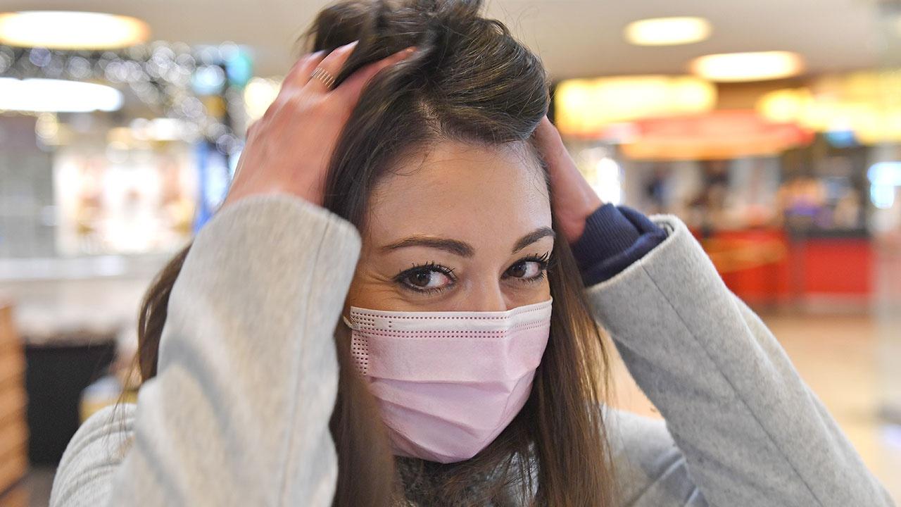 Дерматолог перечислила способы остановить выпадение волос после коронавируса