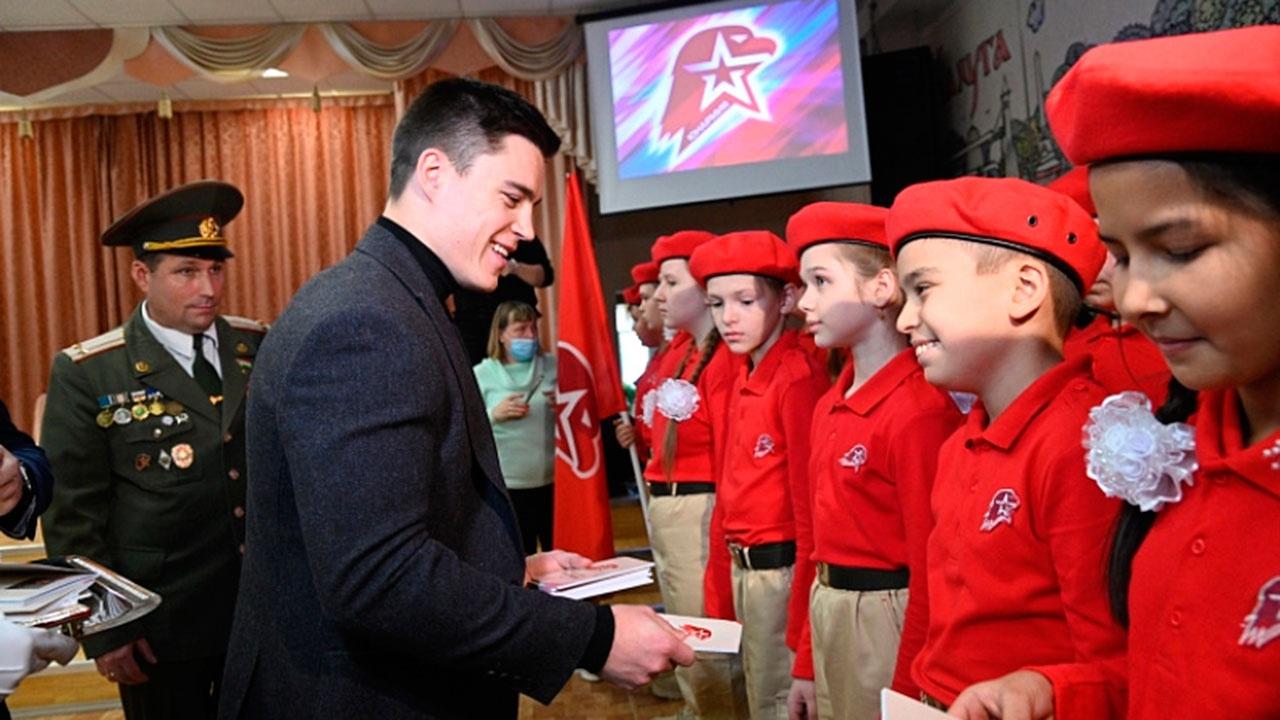 Никита Нагорный принял в ряды «Юнармии» школьников из Калуги