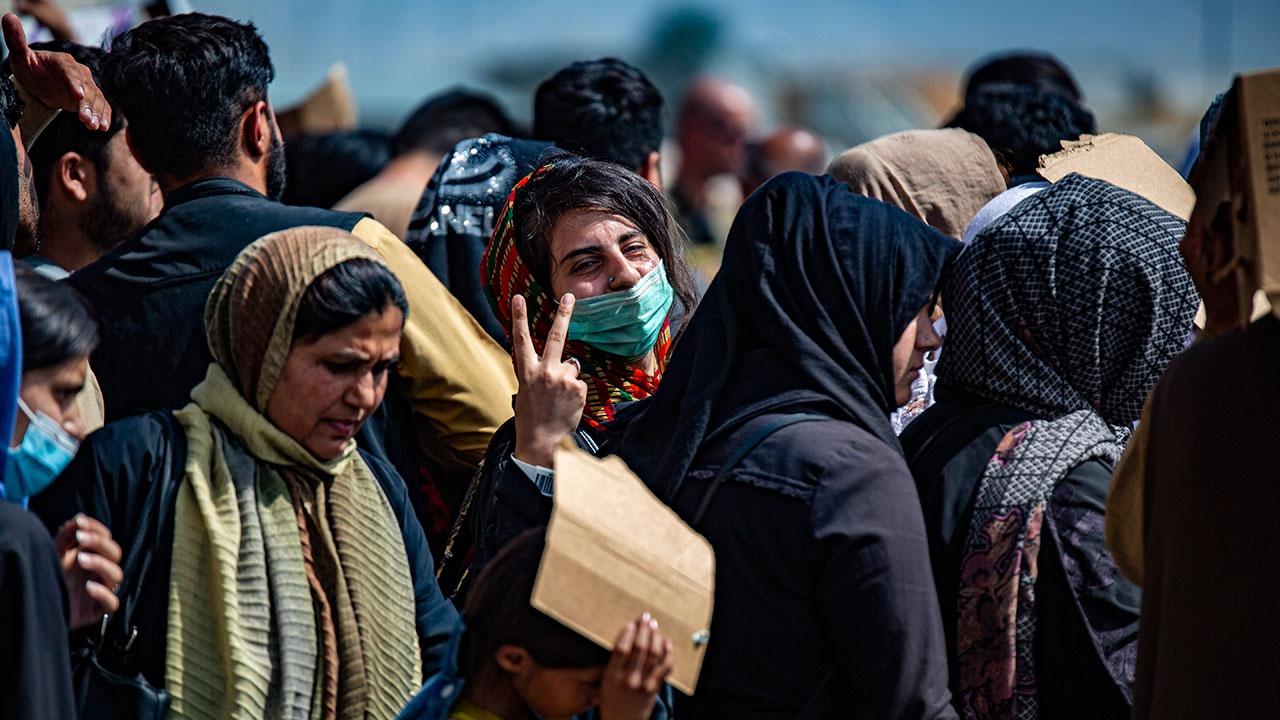 Лавров сообщил, что террористы под видом беженцев пытаются попасть в соседние с Афганистаном страны